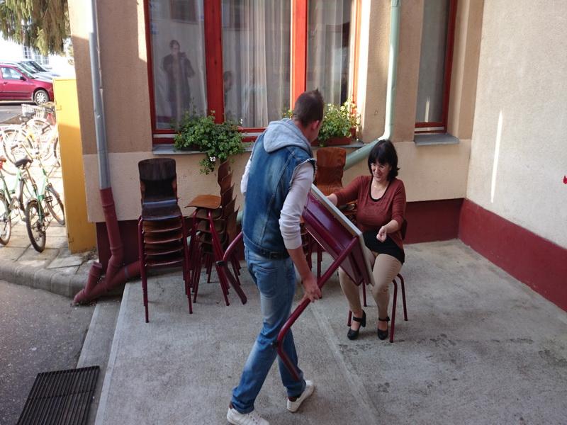 2014-10-20 - Schoolmeubels in NYI - 37
