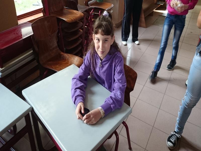 2014-10-20 - Schoolmeubels in NYI - 43