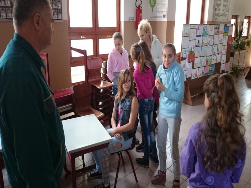 2014-10-20 - Schoolmeubels in NYI - 44